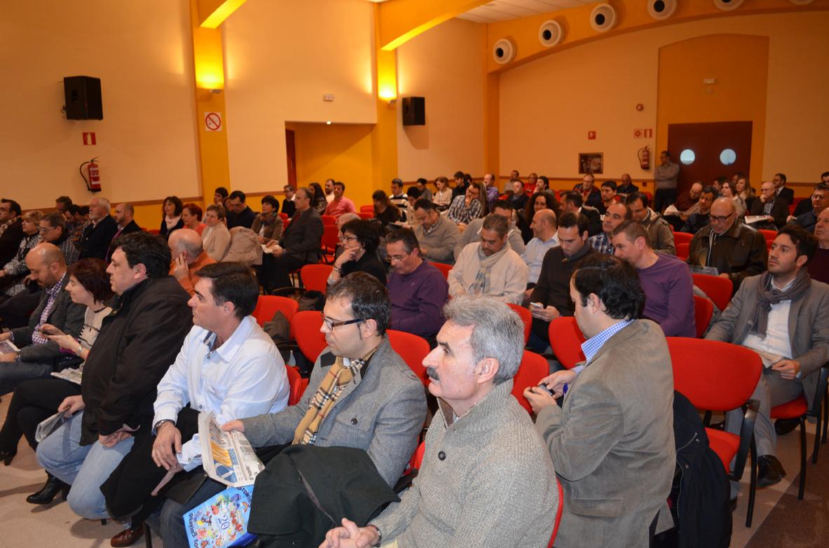 Alcaldes, concejales, empresarios, asociaciones vecinales y deportivas acudieron a la presentación del periódico 'Leganés Al Día'