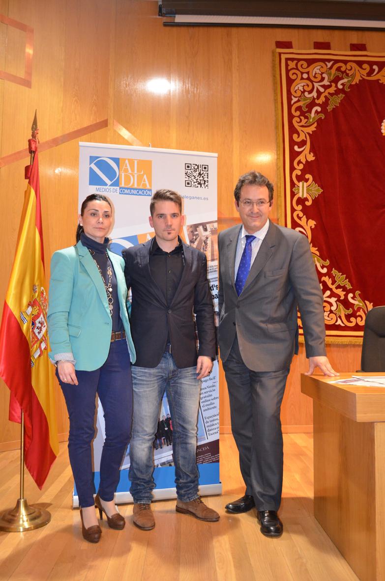 De izda a dcha / Noelia Martínez de 'Móstoles Al Día', Alberto Gasco, director de 'Leganés Al Día', Jesús Gómez, alcalde de Leganés