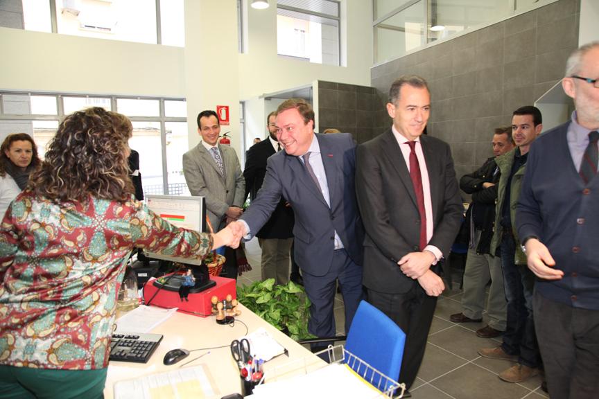 Getafe el consejero de econom a inaugura las nuevas for Oficina consumidor getafe