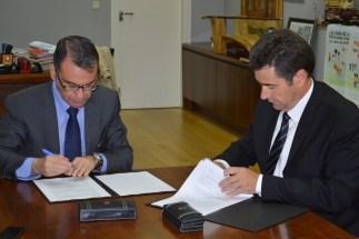 Firma convenio con Jazztel para traer la fibra óptica a unos 38.000 hogares de Parla