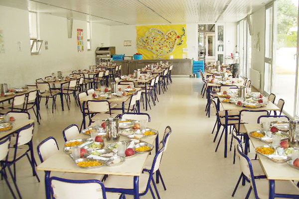 Regional m s de 2 millones para ayudas a comedor escolar for Mesas comedor escolar