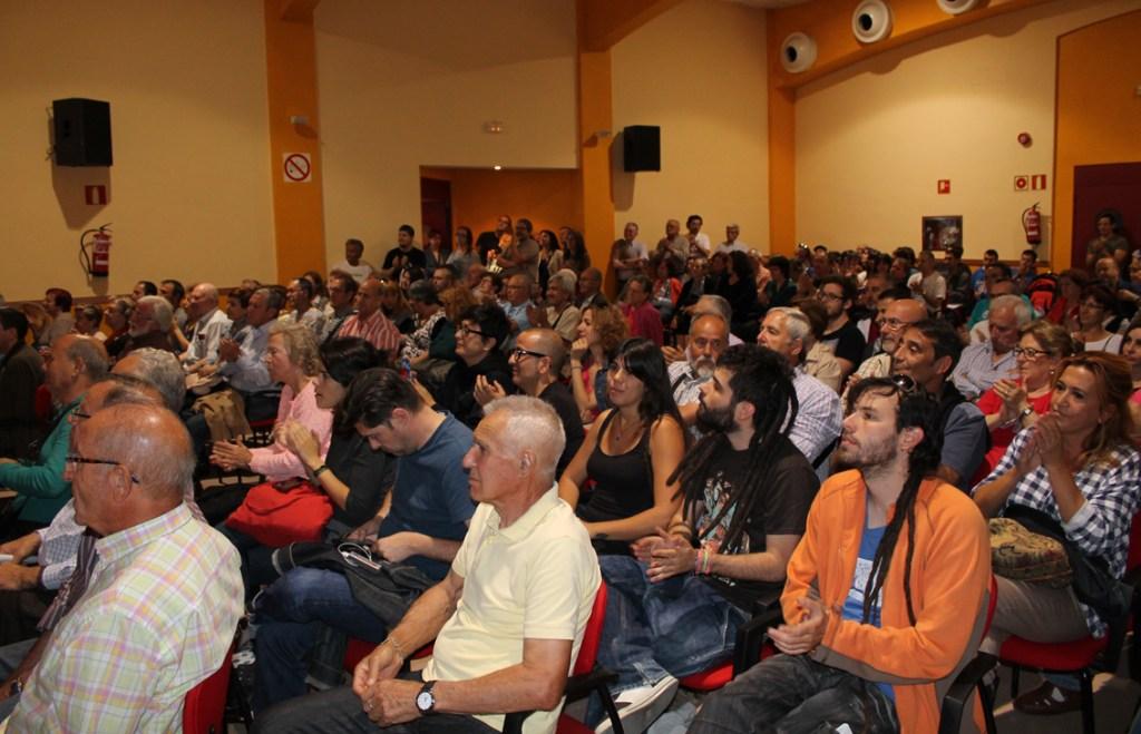 Público asistente en el acto cierre de campaña de Leganemos