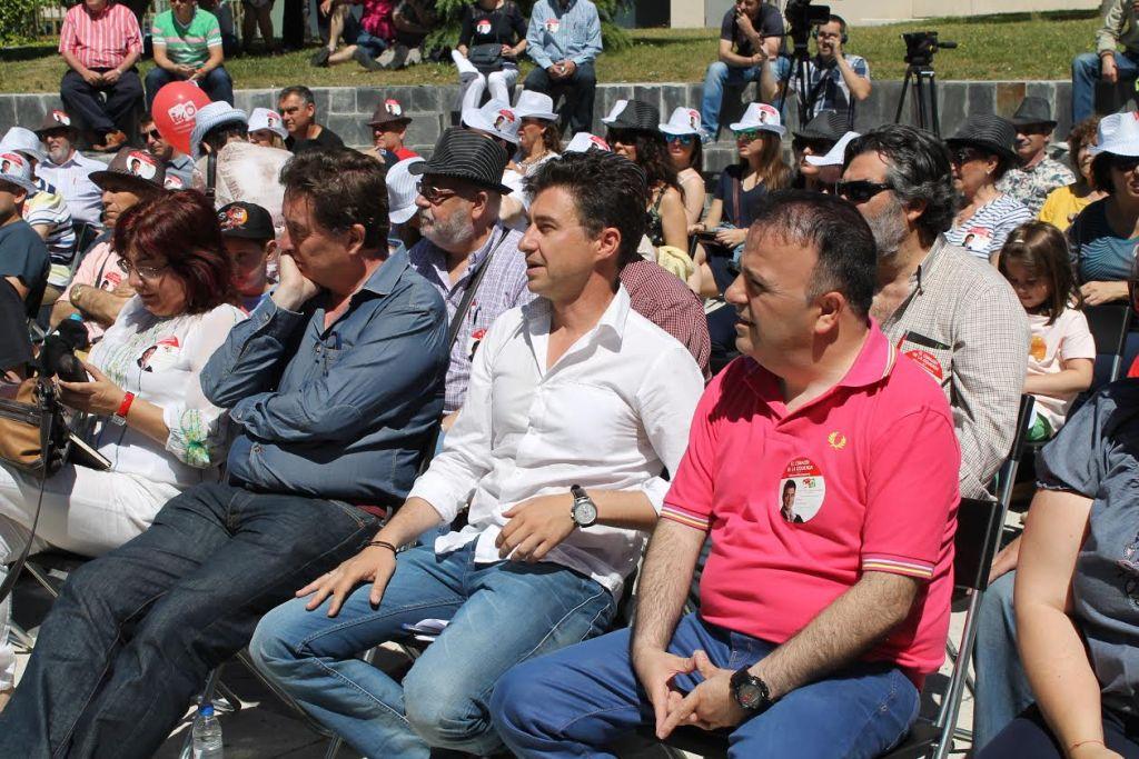 Luis García Montero y Rubén Bejarano en el acto central de campaña de IU en Leganés