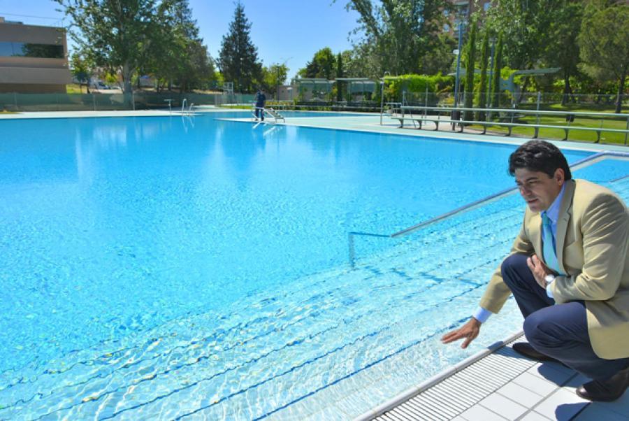 Alcorc n las tres piscinas municipales abrir n a partir for Piscina el soto mostoles