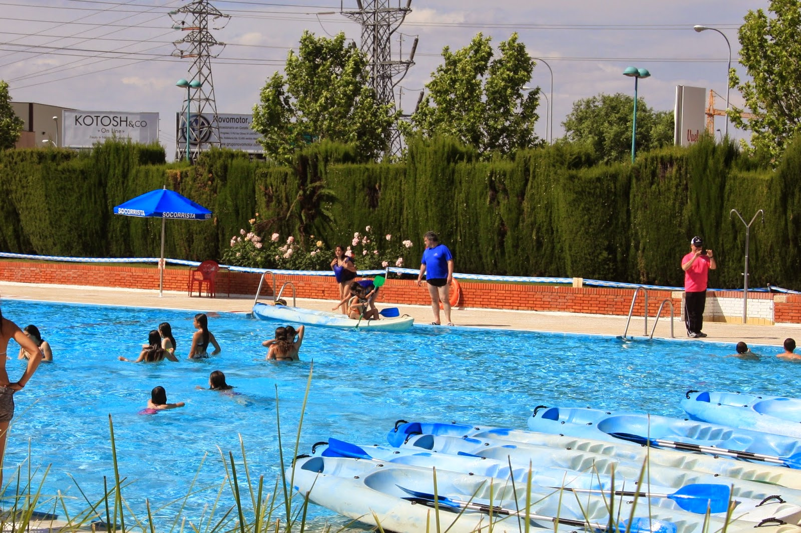 Adjudicaci n del kiosco de la piscina de la alh ndiga for Piscina getafe