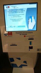 Máquinas dispensadoras de validación de citas en el Hospital Universitario de Getafe.