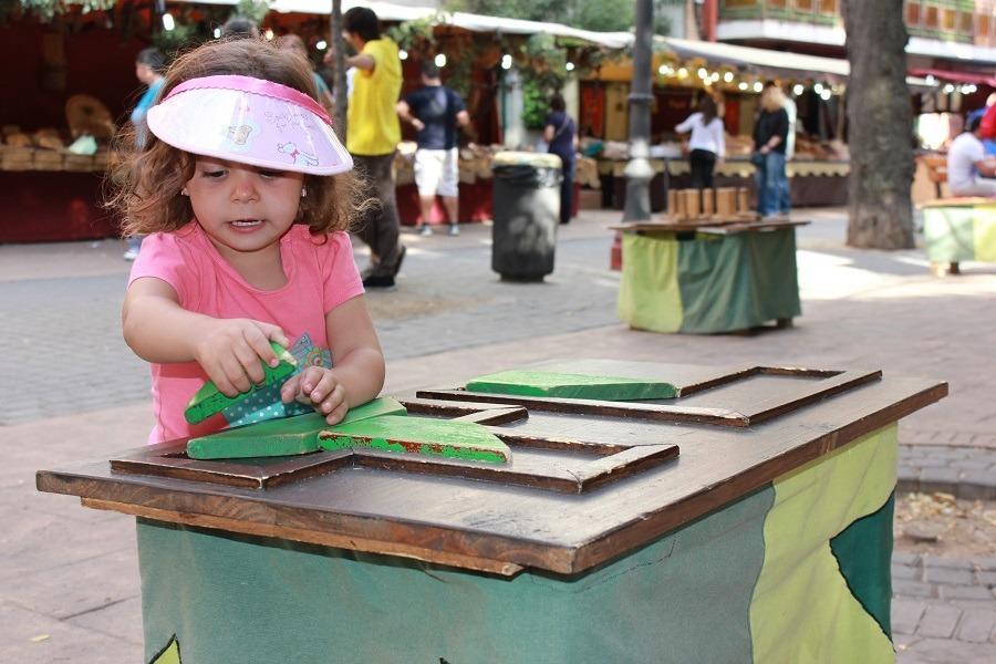 Uno de los juegos infantiles (programa Jugar en la calle). Foto_Ruth Holgado.