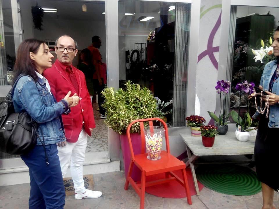 La alcaldesa, Sara Hernández, visitando los negocios del la calle Felipe Estevez