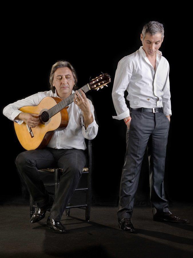 El cantaor Pitingo junto a su guitarrista.