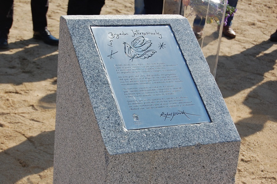 Placa homenaje Alberti.