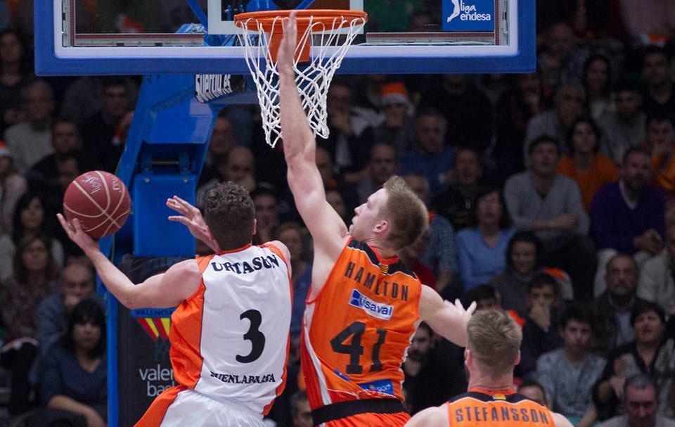 Un instante del partido entre Valencia Basket y Montakit Fuenlabrada.