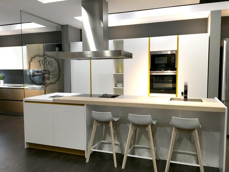 Empresas las cocinas m s espectaculares llegan a cocinas - Cocinas espectaculares modernas ...
