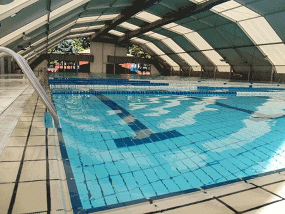 Fuenlabrada cuestionan el cierre de la piscina cubierta for Piscina olimpica madrid