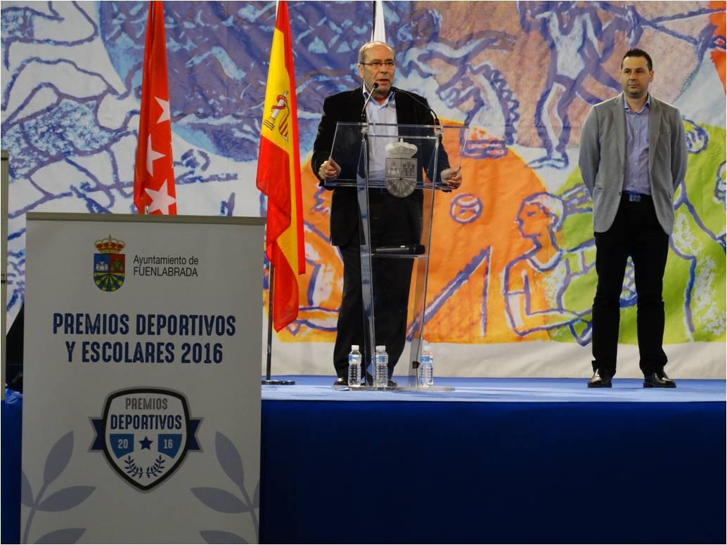 Manuel Robles junto con el concejal de Deportes, Juan Carlos López del Amo
