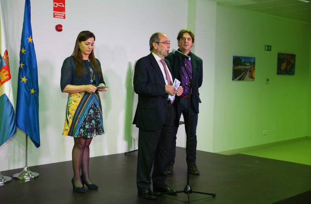 Manuel Robles en la inauguración del centro junto a Javier Ayala y Carmen Seco.