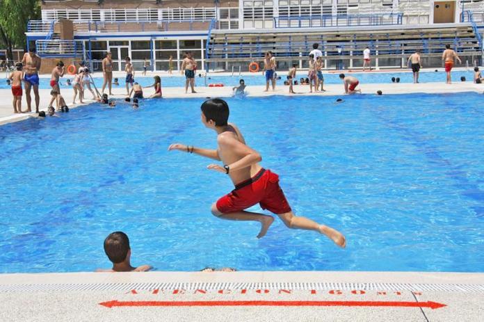Alcorc n programa de vigilancia y control de 146 piscinas for Piscina municipal getafe
