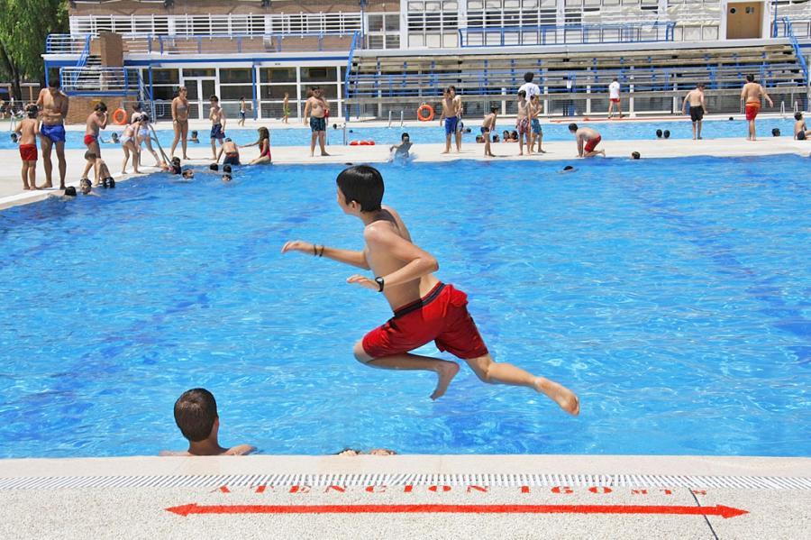 Alcorc n programa de vigilancia y control de 146 piscinas for Precio piscina municipal madrid 2017