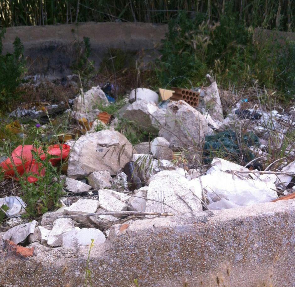 Las escombreras proliferan en la zona (Foto: Cambiemos)