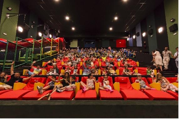 Cines en Chicago Lista de cines Cine Latino Estrenos