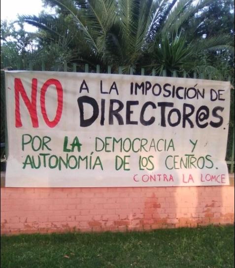 Cartel colocado en el  CEIP Miguel Hernández. Foto vía Twitter: Adam Peral (Podemos)