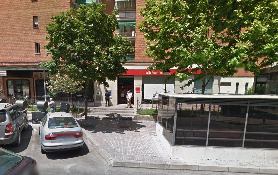Legan s explosionan un cajero en zarzaquemada y roban en for Oficina banco santander fuenlabrada