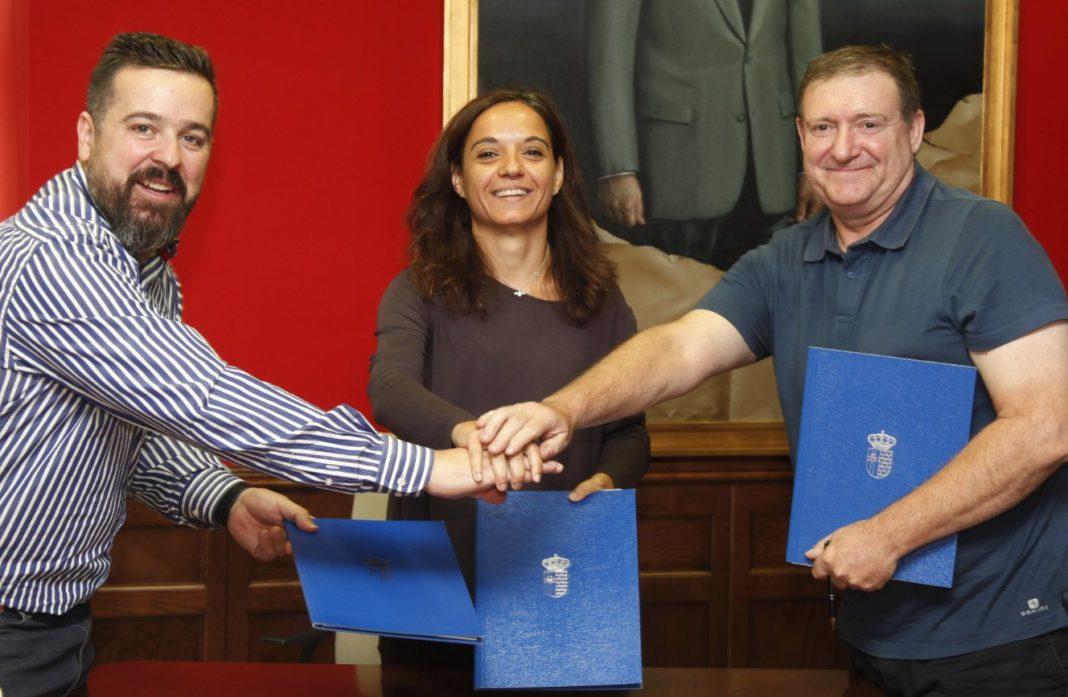 Sara Hernández, alcaldesa de Getafe junto a los presidentes de las Asociaciones ACOEG, Alejandro Rodríguez y AJE, Marcos Avellaneda