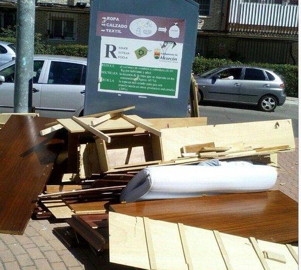 Alcorc n ayuntamiento multar por tirar muebles y enseres - Muebles sanchez parla ...