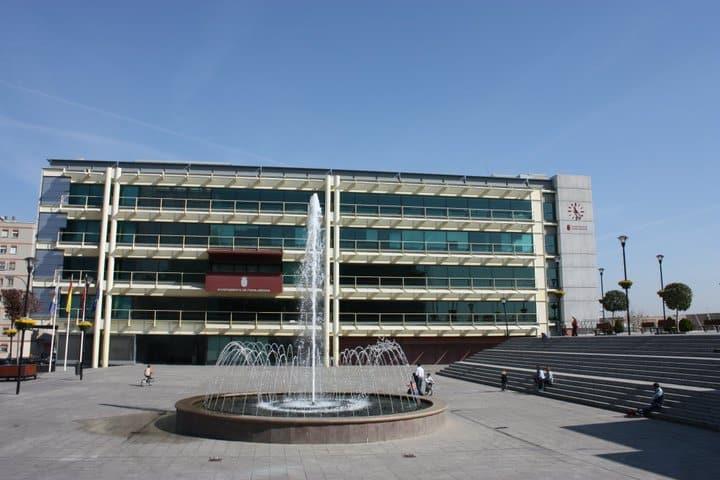 Fuenlabrada el ayuntamiento exige la derogaci n de una for Piscina municipal fuenlabrada 2017