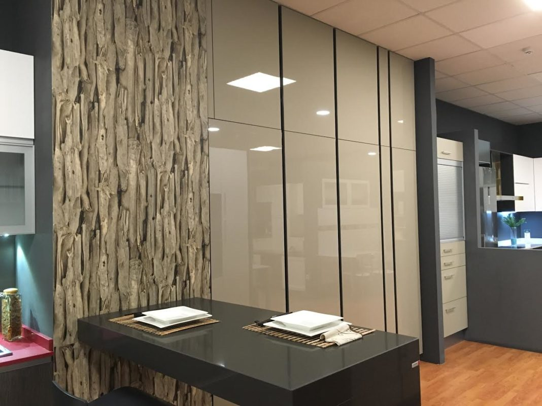 Muebles de alta capacidad, con cajones extraíbles en su interior, para un aprovechamiento máximo de la cocina