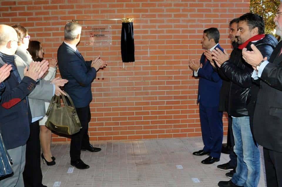 Momento de la inauguración con el alcalde de la localidad, David Lucas