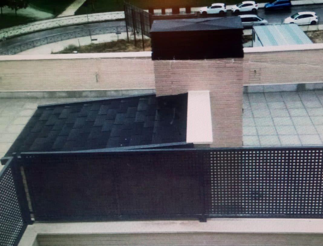 Fuenlabrada urbanismo sanciona con 600 al portavoz del for Cerramiento terraza sin licencia