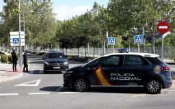 Agentes de la Policía Nacional realizan un control en la entrada de la localidad madrileña de Pozuelo de Alarcón (Foto: Eduardo Parra EP)